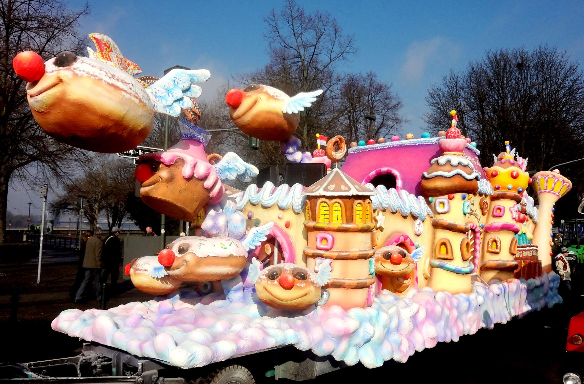 Mehr bilder vom prinzenwagen des düsseldorfer rosenmontagszuges 2012