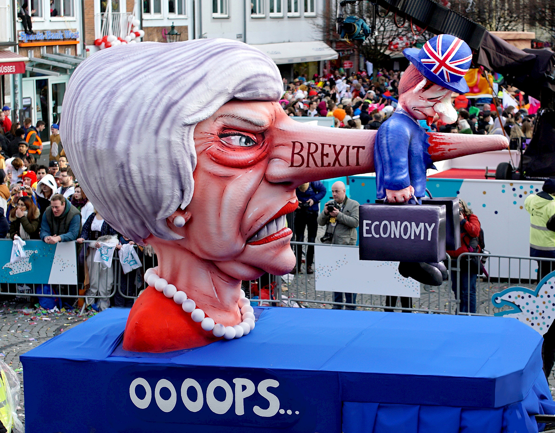 politische-karnevalswagen-brexit-may-eco